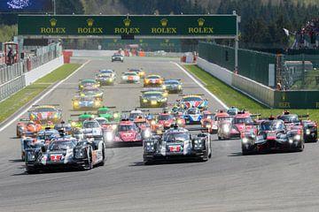 FIA WEC race start op Spa Francorchamps met Porsche op pole position van Sjoerd van der Wal