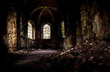 Verlaten kerk in Frankrijk, urbex van Saskia van Gelderen