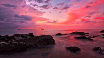 Pink sunset van Pieter Heres