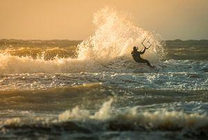 Kitesurfing Wijkiki van Lorenzo Nijholt