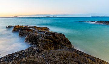 Rotsen in zee von Marcel Krol