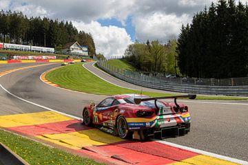 #71 AF Corse Ferrari 488 GTE, Davide Rigon & Sam Bird, Eau Rouge, Spa-Francorchamps van Rick Kiewiet