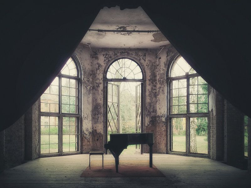 Verlaten plekken: de piano. van Olaf Kramer