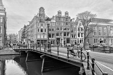 Kloveniersburgwal hoek Rusland in Amsterdam. sur Don Fonzarelli