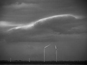 Donkere wolken van Martijn Tilroe