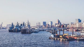Hamburg, Hafen, Landungsbrücken von Heiko Westphalen