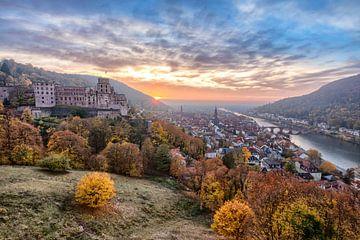 Heidelberg in de herfst bij zonsondergang van Uwe Ulrich Grün