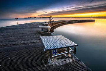 Zonsondergang boven het Veluwemeer tussen flevoland en Harderwijk van