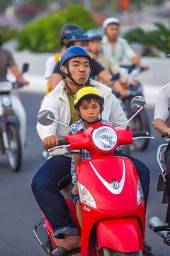 Father with son on a motorbike van Arkadiusz Kurnicki