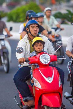 Father with son on a motorbike von Arkadiusz Kurnicki