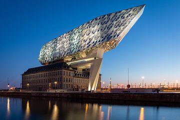 Het Havenhuis in Antwerpen bij zonsopkomst van OCEANVOLTA