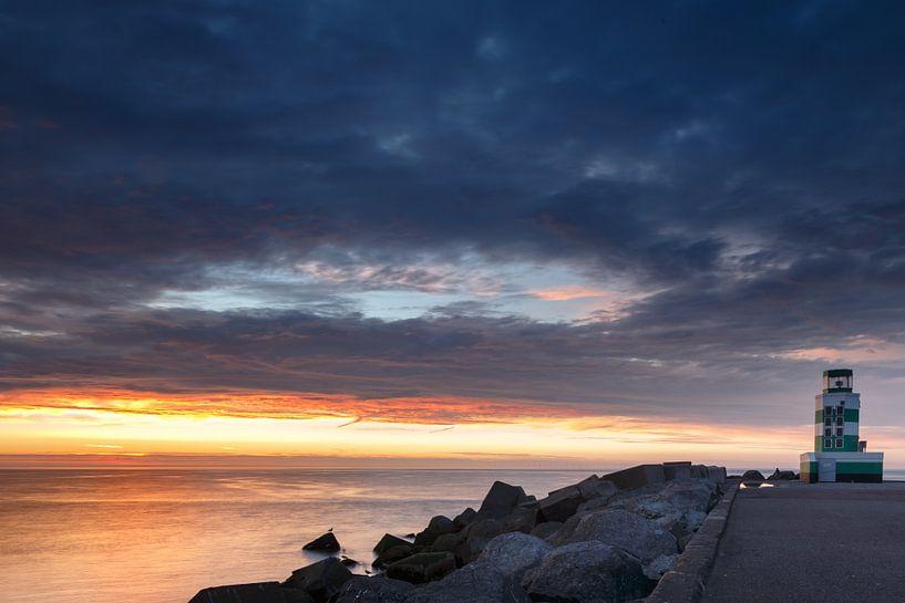 Sunset bij vuurtoren van Menno Schaefer
