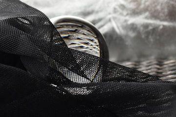 Glazen bol zilver zwart liggend van Sascha van Dam