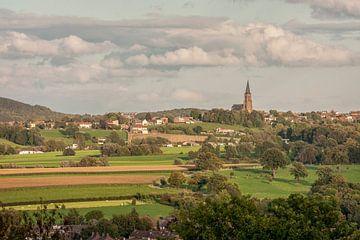 Avondpanorama van Vijlen in Zuid-Limburg van John Kreukniet
