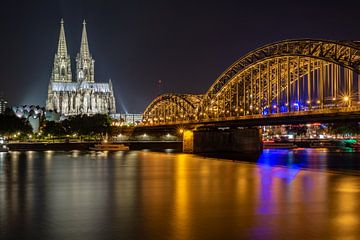 Cathédrale de Cologne et pont Hohenzollern la nuit sur Shahab Alaei Islami