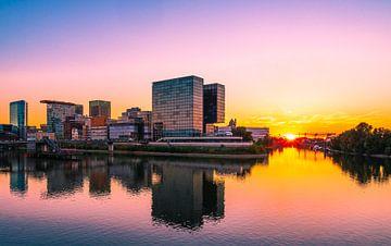 Düsseldorf Hafen mit Skyline und Sonnenuntergang von Mustafa Kurnaz