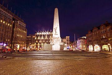 Monument op de Dam in Amsterdam bij nacht sur Nisangha Masselink