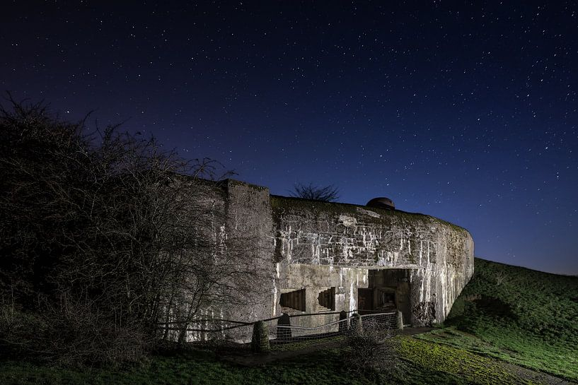 Maginot bunker bij heldere sterrenhemel van Paul De Kinder