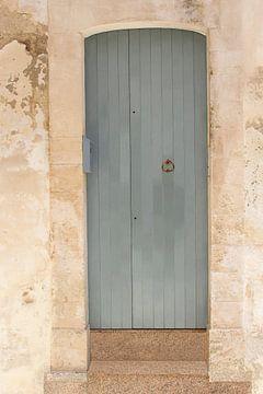 Fassade in Pastell, Süditalien von Inge Hogenbijl