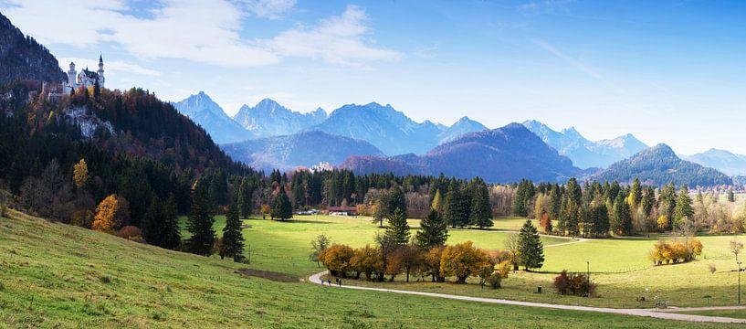 Kasteel Neuschwanstein en Alpenpanorama van Frank Herrmann