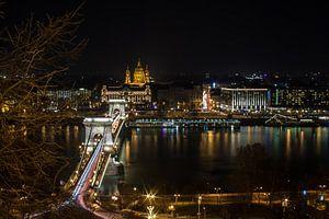 Budapest bridge van