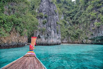 De blauwe lagune voor Phi Phi van Bernd Hartner