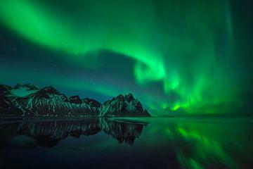 Nordlichter über Stokksnes, Island von Wojciech Kruczynski