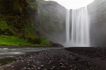 Skógafoss - Iceland von Arnold van Wijk