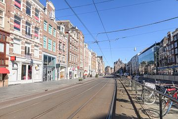 Rokin-Straße und -Kanal in Amsterdam an einem Werktag morgens nach dem Rat der niederländischen Regi von Sjoerd van der Wal
