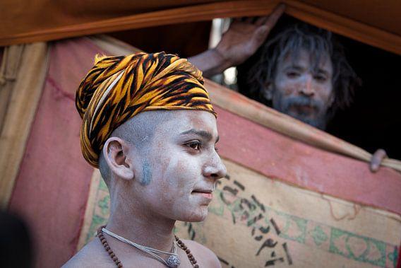 Naga sadhu op het Kumbh Mela festival in Haridwar India van Wout Kok