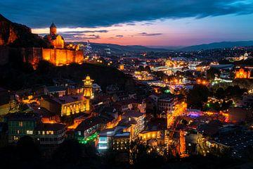 Tiflis am Abend. von Roman Robroek