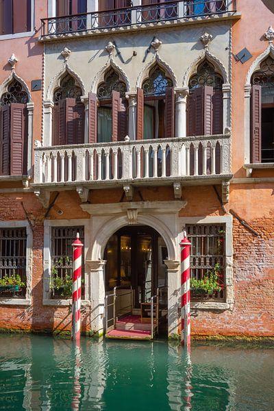 Historische gevel in Venetië van Arja Schrijver Fotografie