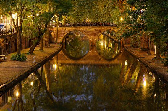 Oudegracht in Utrecht mit Weesbrug