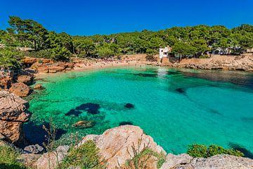 Idyllisch baaitje strand Cala Gat in Cala Ratjada, Mallorca, Spanje Balearen van Alex Winter