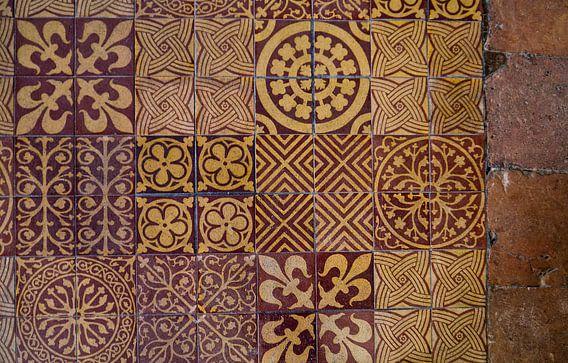 Fragment van middeleeuwse tegelvloer