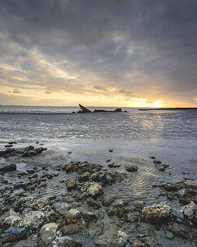 Zonsondergang Scheepswrak Zeeland van Sonny Vermeer