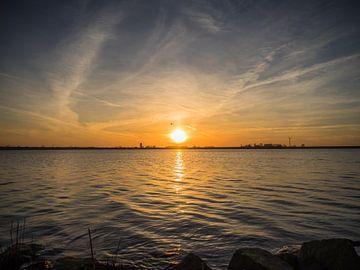 Coucher de soleil à l'eau