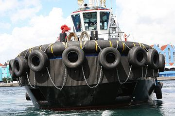 sleepboot in de haven van willemstad curacao van Frans Versteden