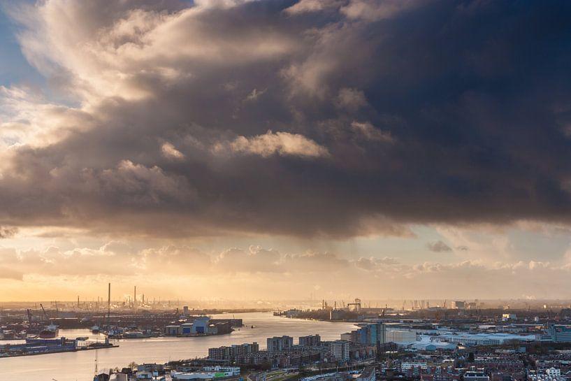 Mooie luchten boven Rotterdam van Ilya Korzelius