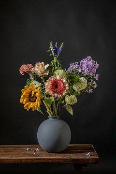 Bouquet in malerischem Licht... von Peter Abbes