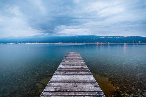 Verlaten steiger in het Gardameer