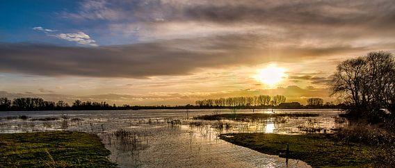 Sunset Rijn. van Joram Janssen