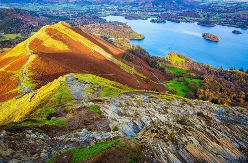 Wandelen over de bergtoppen in het Lake district, Groot Brittannië