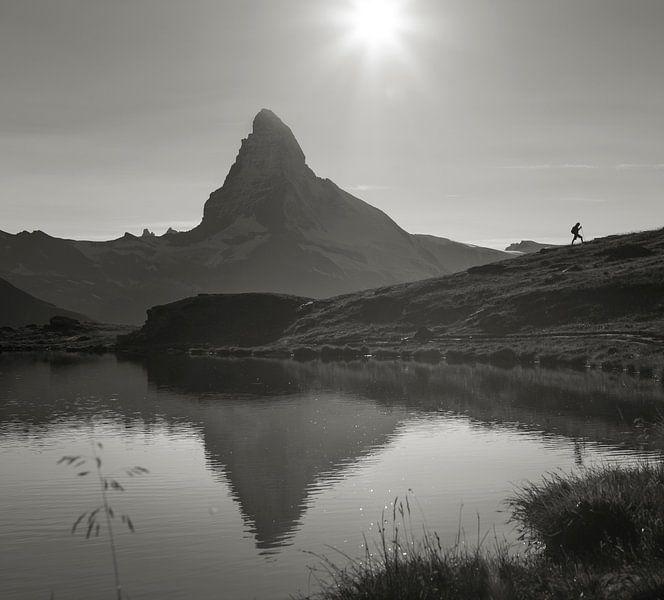 Wanderer am Matterhorn von Menno Boermans