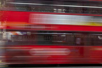 Rode bus van Elle Rowbottom