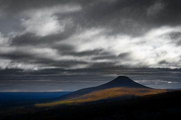 Donkere berg van Sam Mannaerts Natuurfotografie