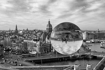 Amsterdam  gezien door een lensbal van Foto Amsterdam / Peter Bartelings