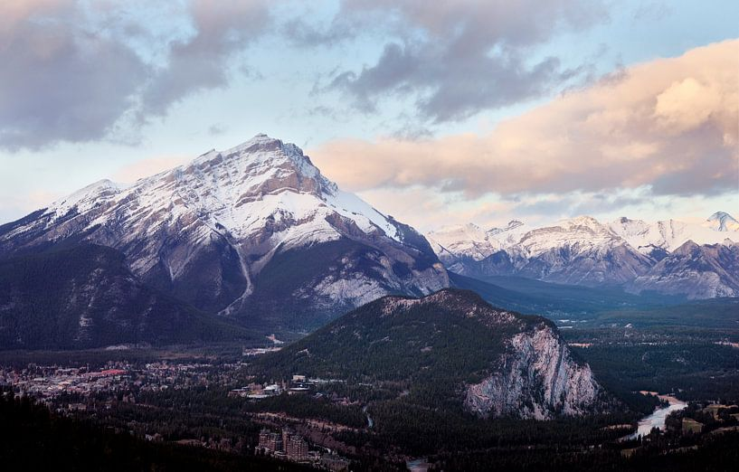 Cascadeberg boven Banff van Graham Forrester