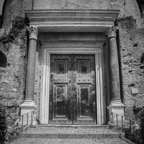 Italië in vierkant zwart wit, Rome, Forum Romanum van Teun Ruijters