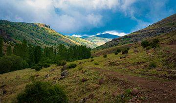 Vergezicht in de bergen van Roland's Foto's